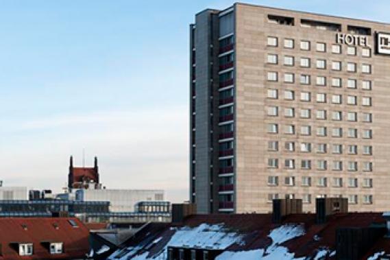 """<span style=""""color:#b40244"""">NH München Deutscher Kaiser</span>"""